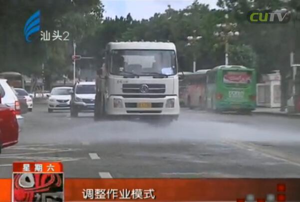 """洒水""""洗""""马路 降尘又降温 2016-05-28"""