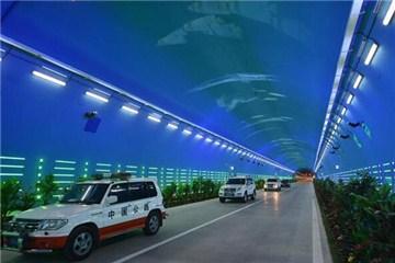 青兰高速六盘山隧道犹如海底世界