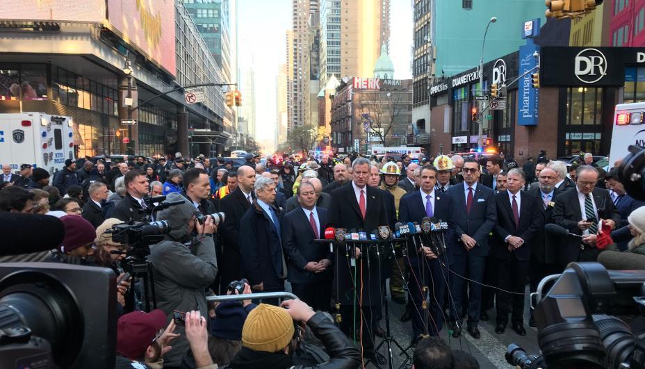 美国曼哈顿爆炸4伤 纽约市长:恐怖分子不会得逞