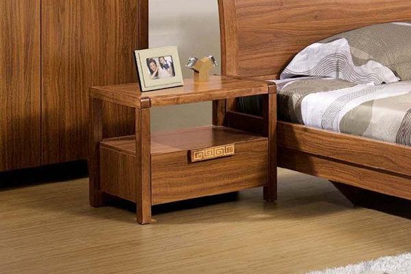 床头柜也需要定期清洁与保养
