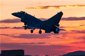 歼-10B战机首度出征国际军事比赛