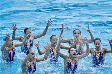 花样游泳:中国队夺得自由组合比赛冠军