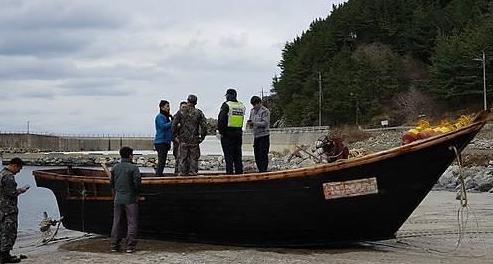 """韩国现""""幽灵船""""载4具尸体 将通过板门店送还朝鲜"""