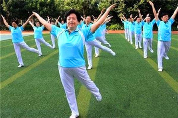 """老年人的""""运动美""""--健身操"""