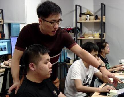 在深圳,有梦想的年轻人都在做这件事……