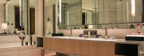 五星酒店不更换浴袍 兜里还剩半板感冒药