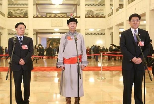 十三届全国人大一次会议开启第四场代表通道