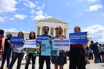 美国最高法院裁决支持特朗普移民限制令 民众抗议