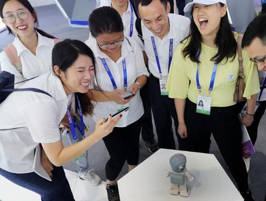 """""""中国智,世界能""""——2018世界人工智能大会释放AI发展新信号"""