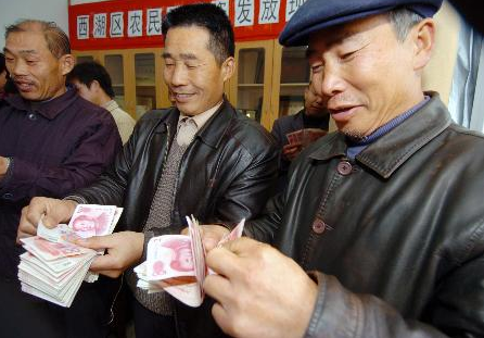 新华时评:确保农民工带足工钱回家过年