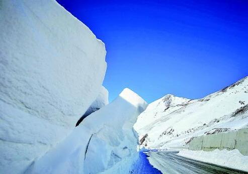 驻守雪崩之谷研究雪崩 探访我国唯一的积雪雪崩研究站