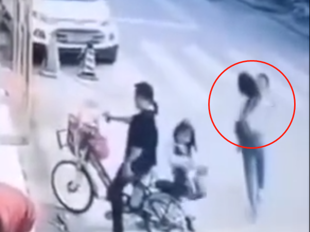 """深圳警方通报""""4岁男童被抱走"""":实为夫妻争夺抚养权"""
