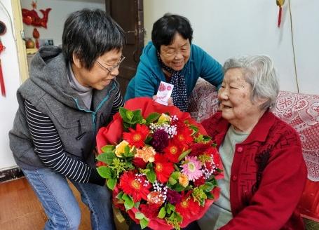 """今年重陽節比去年""""早""""10天,是中國第七個法定""""老年節"""""""