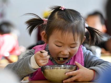 教育部等部門聯手推進農村義務教育學生營養改善計劃