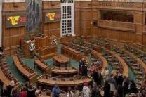 """""""不欢迎!"""" 丹麦议会""""驱逐""""婴儿引发争议"""