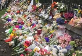 新西兰逾万人进行静默游行 向恐袭遇难者致敬