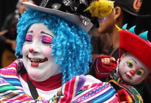 """小丑街头欢庆""""秘鲁小丑日"""""""