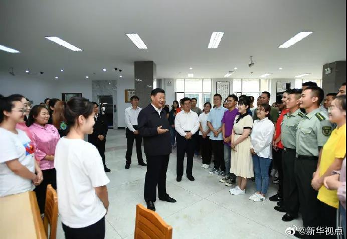 习近平考察内蒙古大学