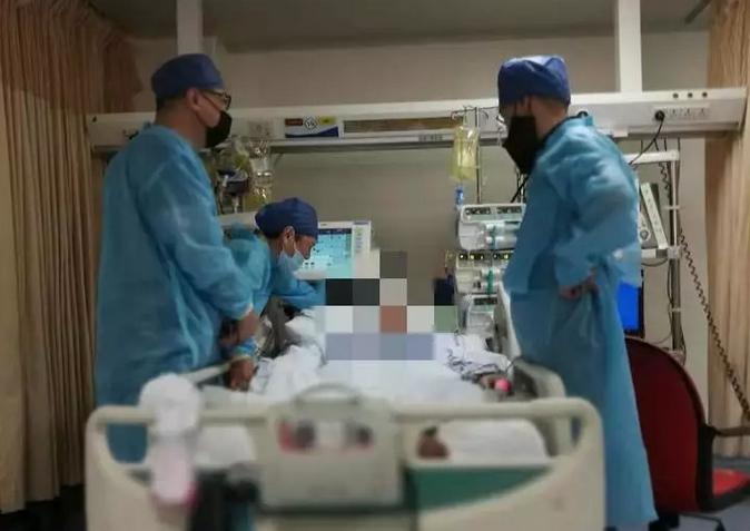全身血都是甜的!16岁男生把自己送进了ICU,这个习惯害了他!