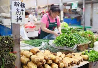 """猪肉价格持续上涨……上半年""""菜篮子""""发生哪些变化?"""