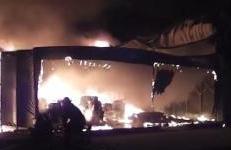 上海一农药厂发生火灾致3名消防员中暑 现已无碍