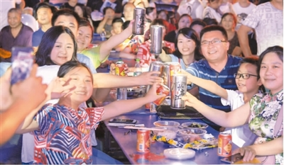 提前消费、借贷消费增多 中国人不爱存钱了吗?
