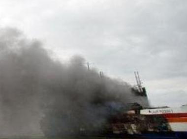 印尼渡輪失火致3死 登記乘客111人實載300多人