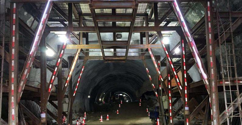潮汕環線高速西環山2號隧道右線順利貫通
