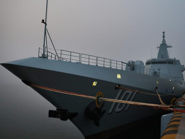 """""""我们的目标在视距之外,征途是星辰大海""""——夜探国产首艘万吨级驱逐舰南昌舰"""