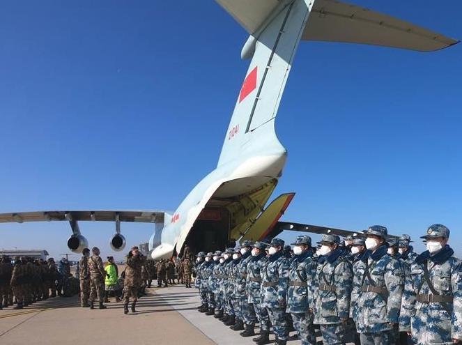 """起飞,在人民最需要的时刻——中部战区空军航空兵某团支援湖北抗""""疫""""空运记事"""