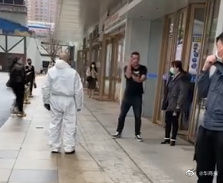 西安一外籍男子不戴口罩并攻击防疫人员 被处限期出境