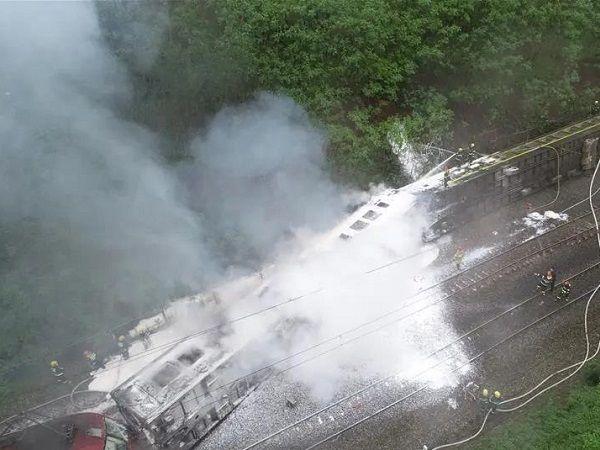湖南火车脱轨已致1人遇难、4人重伤