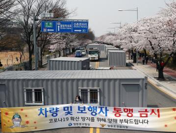 """韩国""""零容忍""""违反隔离者 拒绝多名外国人入境"""