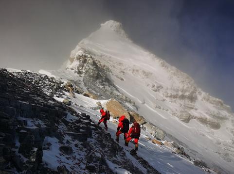 2020珠峰高程测量登山队成功登顶世界第一高峰珠穆朗玛峰