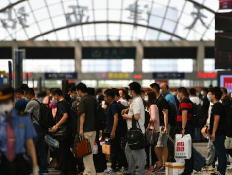 民航局:单日运输旅客量回升破百万 恢复至疫情前六成