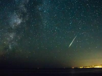英仙座流星雨12日光临地球 每小时逾百颗流星洒落夜空