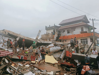 睡梦中惊醒 印尼发生6.2级强震
