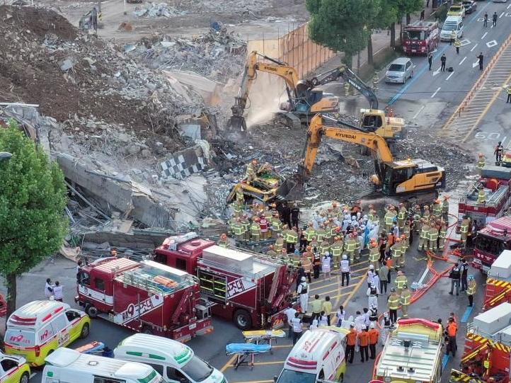 韩国光州一建筑倒塌致9人死亡