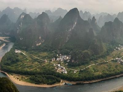 建設人與自然和諧共生的美麗中國——以習近平同志為核心的黨中央推進生態文明建設紀實