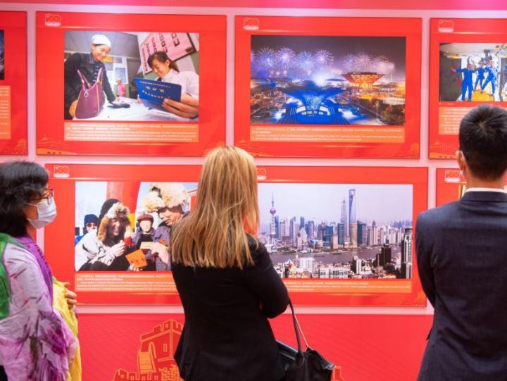 """""""一堂生动的党史国情教育课""""——""""中国共产党的100年""""大型图片展在澳门闭幕"""