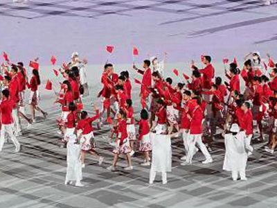 东京奥运会开幕式中国体育代表团入场